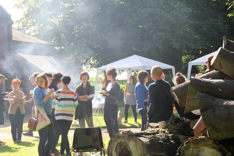 FIELDWORK 2016 participants eating breakfast in the green courtyard.